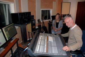 Controlroom met zangeres